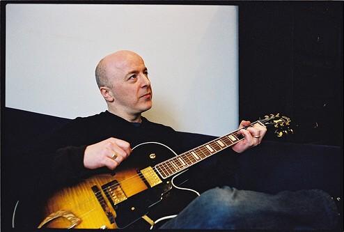 Původní hlavní kytarista Bush Nigel Pulsford (Foto)